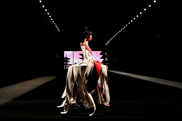 A model presents a creation from Spanish designer Andres Sarda's Spring/Summer 2022 collection during the Mercedes Benz Fashion Week in Madrid on September 16, 2021. (Photo by Gabriel Bouys/AFP Photo)