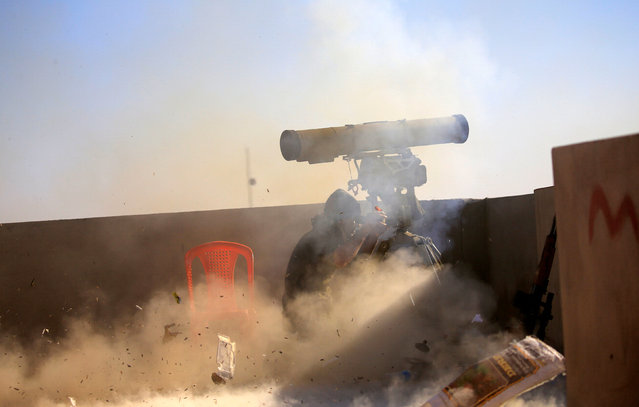A member of Iraqi rapid response forces fires a weapon towards Islamic State militants in Antesaar neighborhood of Mosul, Iraq, January 24, 2017. (Photo by Alaa Al-Marjani/Reuters)