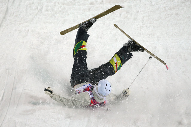 Dale Begg-Smith of Australia crashes out in the Men's Moguls Qualification on day three of the Sochi 2014 Winter Olympics at Rosa Khutor Extreme Park on February 10, 2014 in Sochi, Russia. (Photo by Cameron Spencer/Getty Images)