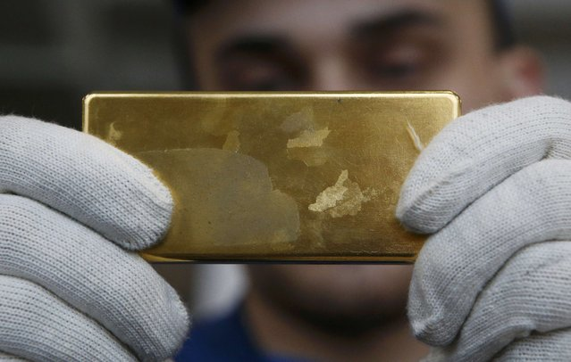 An employee shows gold bar at the Prioksky Non-Ferrous Metals Plant in Kasimov, Russia February 14, 2017. (Photo by Sergei Karpukhin/Reuters)