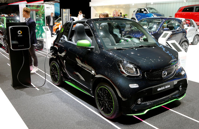 A Smart Fortwo Cabrio Electic Drive car plugged at a recharging station during the 87th International Motor Show at Palexpo in Geneva, Switzerland March 8, 2017. (Photo by Arnd Wiegmann/Reuters)