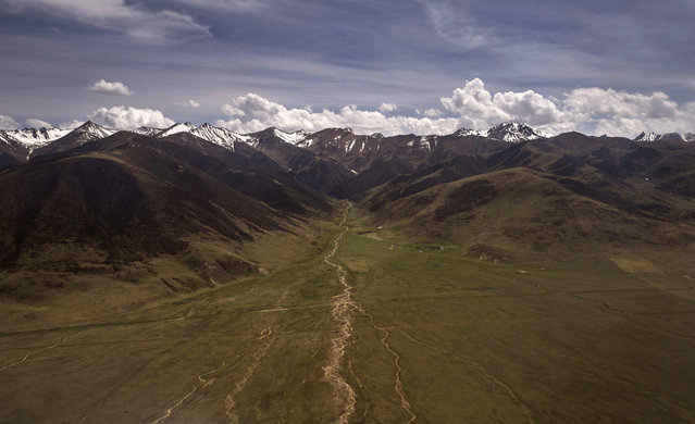 The mountains and grasslands of the Tibetan Plateau are seen from the air in the Yushu Tibetan Autonomous Prefecture of Qinghai province on May 24, 2016 in Yushu, China. (Photo by Kevin Frayer/Getty Images)