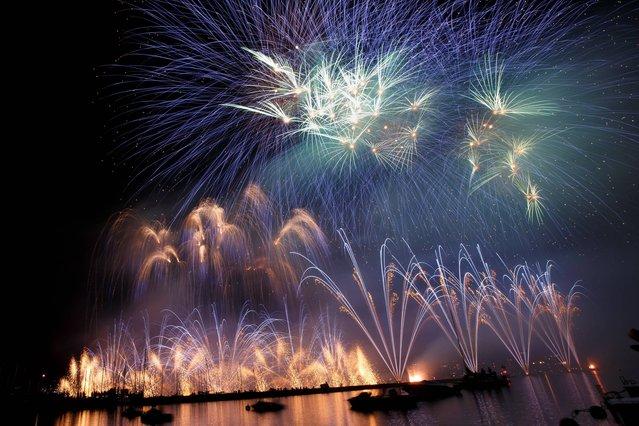 Fireworks illuminate the sky in the bay of Geneva, during the Geneva Festival, in Geneva, Switzerland, Saturday, late August 9, 2014. (Photo by Salvatore Di Nolfi/AP Photo/Keystone)