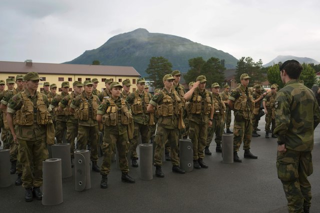 Recruits line up for their officers in the morning at the armored battalion in Setermoen, northern Norway on August 11, 2016. (Photo by Kyrre Lien/AFP Photo)