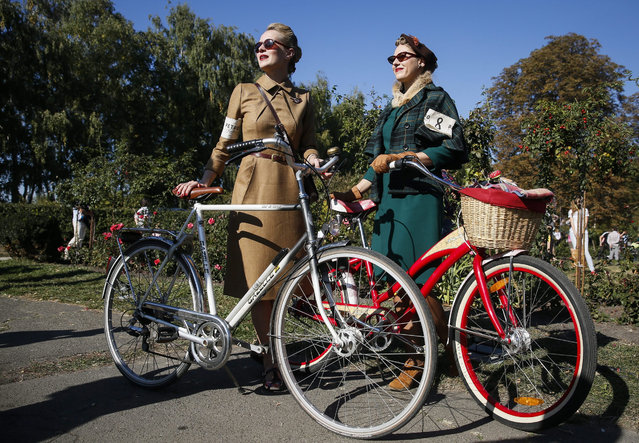 Participants with their bikes attend 'Retro Cruise' or 'Tweed run' in Kiev, Ukraine, 04 October 2015. The participants who are all dressed in tweed jackets, trousers and wool golf socks, based on the British model and ride on vintage bikes. (Photo by Roman Pilipey/EPA)