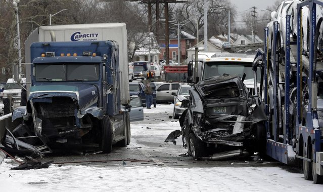 A section of multi-vehicle accident on Interstate 75 is shown in Detroit, Thursday, January 31, 2013. Snow squalls and slippery roads led to a series of accidents that left at least three people dead and 20 injured on a mile-long stretch of southbound I-75. More than two dozen vehicles, including tractor-trailers, were involved in the pileups. (Photo by Paul Sancya/AP Photo)