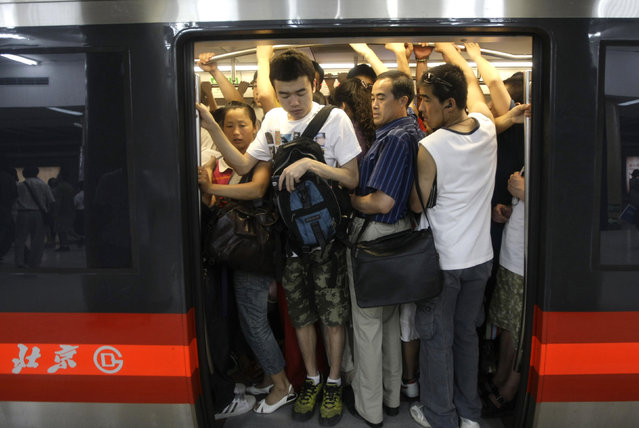 Passengers crowd into a train inside a station of the Subway Line Number 1 in Beijing. (Photo by Jason Lee/Reuters)