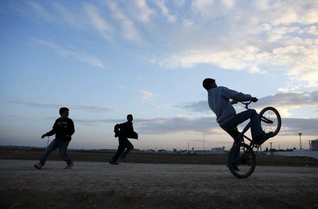 Children play  near the Akcakale border gate in Sanliurfa province, southeastern Turkey, where Islamic State militants control the Syrian side of the gate, January 29, 2015. (Photo by Osman Orsal/Reuters)