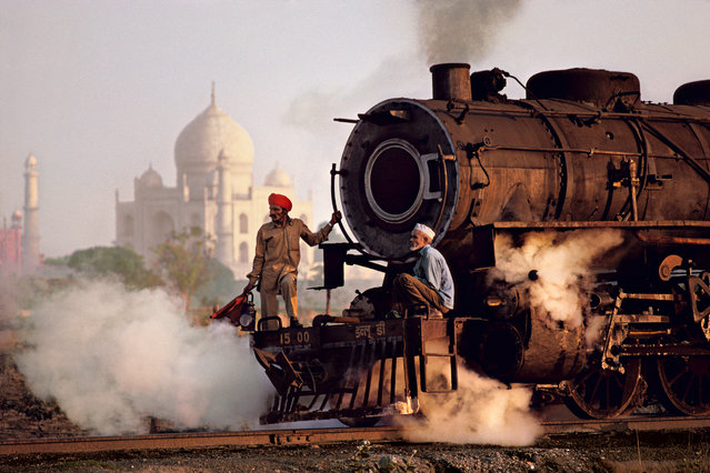 A steam engine passes in front of the Taj Mahal, in Agra, Uttar Pradesh, India, in 1983. (Photo by Steve McCurry)
