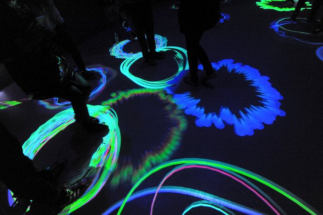 """People interact with the """"invigorated"""" room at the Museum of Feelings, a pop-up installation in New York, December 15, 2015. (Photo by Stephanie Keith/Reuters)"""