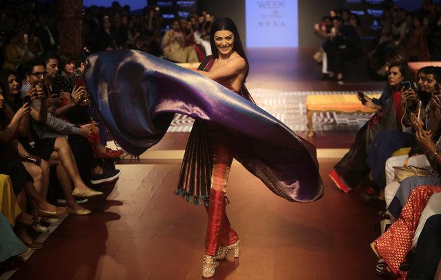 Bollywood actress Sushmita Sen walks the ramp to showcase the creation of designer Sunita Shanker during Lakme fashion week winter 2018 in Mumbai, India, Thursday, August 23, 2018. (Photo by Rajanish Kakade/AP Photo)