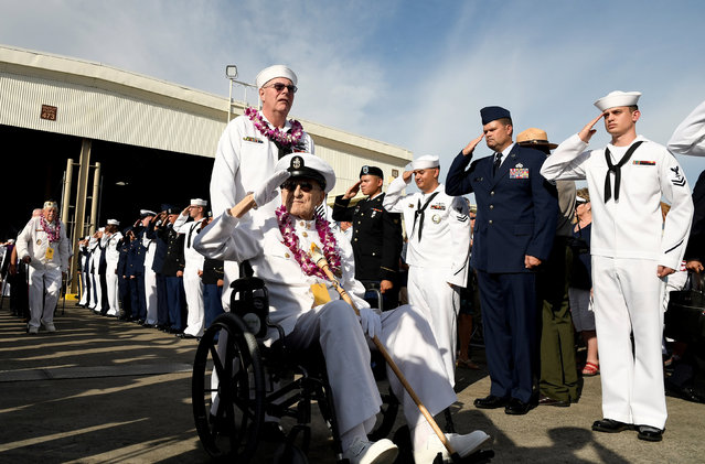 Pearl Harbor survivor Robert Coles salutes active U.S. service members after the ceremonies honoring the 75th anniversary of the attack on Pearl Harbor at Kilo Pier on Joint Base Pearl Harbor – Hickam in Honolulu, Hawaii December 7, 2016. (Photo by Hugh Gentry/Reuters)