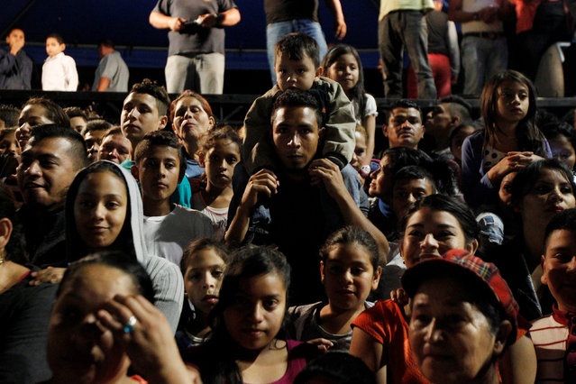 People look at a procession on Holy Innocents Day in Tegucigalpa, Honduras, December 28, 2016. (Photo by Jorge Cabrera/Reuters)