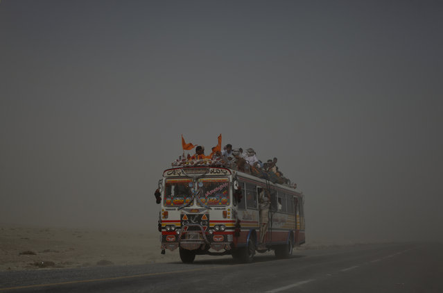 Hindu devotees endure a dust storm while heading towards the Shri Hinglaj Mata Temple in Balochistan province, Pakistan April 24, 2011. (Photo by Akhtar Soomro/Reuters)