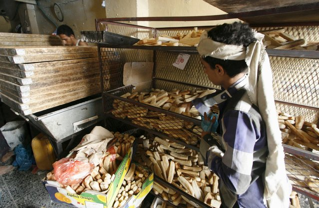 Bakers prepare bread at their shop in Yemen's southwestern city of Taiz May 19, 2015. (Photo by Reuters/Stringer)