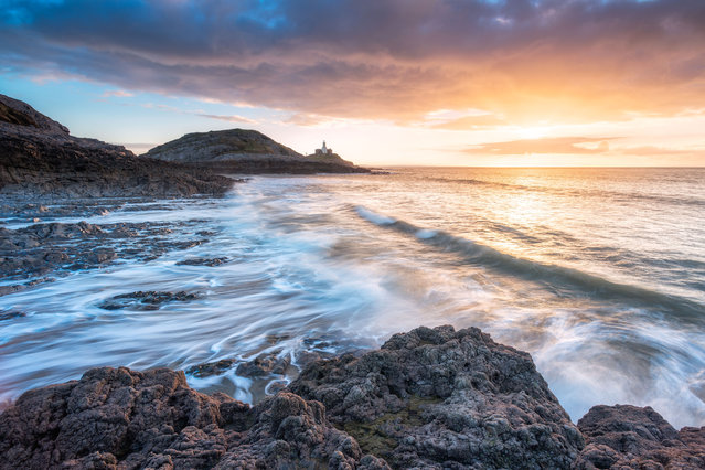 Mumbles Lighthouse, Wales. (Photo by Alessio Putzu/Caters News Agency)