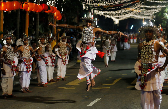 Sri Lankan traditional dancers perform during the annual Nawam Perahera (street pageant) in Colombo, Sri Lanka February 9, 2017. (Photo by Dinuka Liyanawatte/Reuters)