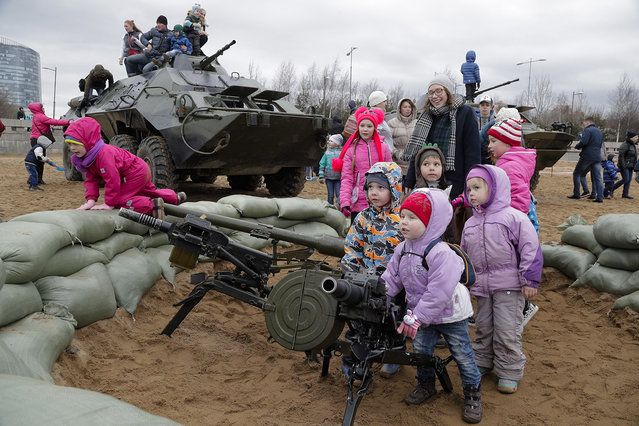 Children play with grenade launchers at a military show in St.Petersburg, Russia, Sunday, April 30, 2017. (Photo by Dmitri Lovetsky/AP Photo)