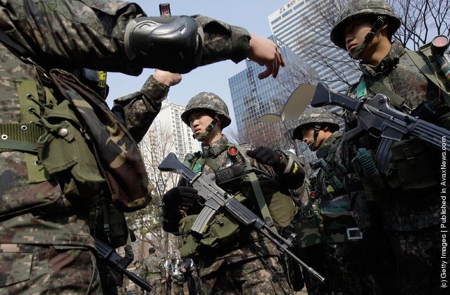South Korean soldiers from Capital Defense Command participate in a anti-terror exercise
