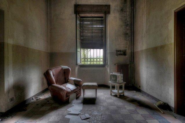 Paperflow – Room inside a former monastery. (Photo by Niki Feijen)