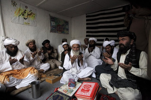 Supporters of Jamiat Nazariyati pray for late Taliban leader Mullah Muhammad Omar in Quetta, Pakistan, August 1, 2015. The new Afghan Taliban leader appealed for unity in the insurgency in his first public message released on Saturday amid reports his predecessor's family members opposed his selection. (Photo by Naseer Ahmed/Reuters)