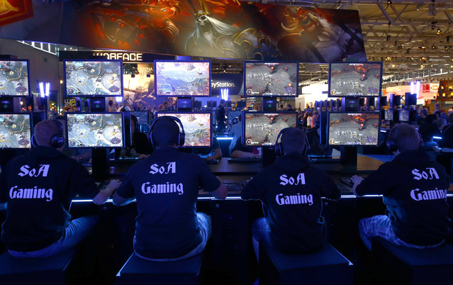 """Visitors play """"Heroes of the Storm"""", developed by video game producer Blizzard Entertainment during the Gamescom 2015 fair in Cologne, Germany August 5, 2015. (Photo by Kai Pfaffenbach/Reuters)"""