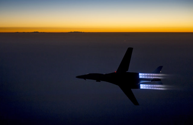 A U.S. Air Force B-1B Lancer supersonic bomber flies over northern Iraq after conducting air strikes in Syria against ISIL targets September 27, 2014. (Photo by Reuters)