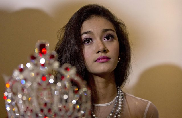 May Myat Noe, Myanmar's first international beauty queen, winner of the 2014 Miss Asia Pacific World, sits with her crown that she allegedly ran away with, during a press conference in Yangon, Myanmar Tuesday, September 2, 2014. The dethroned beauty queen from Myanmar said she won't return her $100,000 worth crown until the pageant's organizers apologize for calling her a liar and a thief. (Photo by Gemunu Amarasinghe/AP Photo)