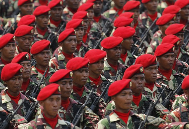 Members of the Kopassus, an Indonesian special forces group, march during a rehearsal for a ceremony marking the 70th anniversary of Indonesia's military in Cilegon, Banten province, October 3, 2015. (Photo by Reuters/Beawiharta)