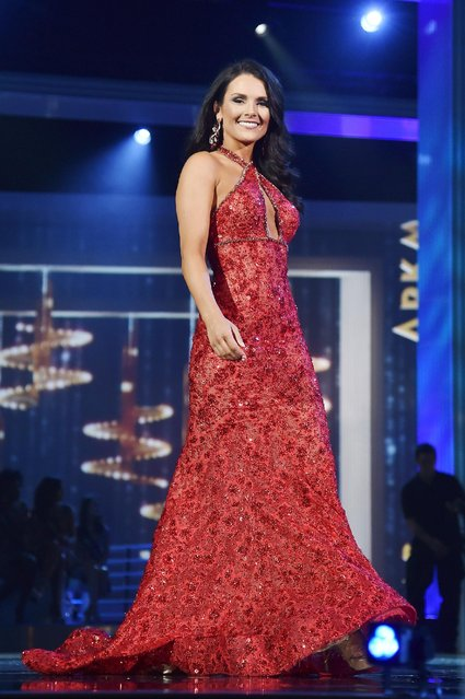 Miss Washington Alicia Cooper appears onstage during the 2017 Miss America Competition - Show at Boardwalk Hall Arena on September 11, 2016 in Atlantic City, New Jersey. (Photo by Michael Loccisano/Getty Images for dcp)