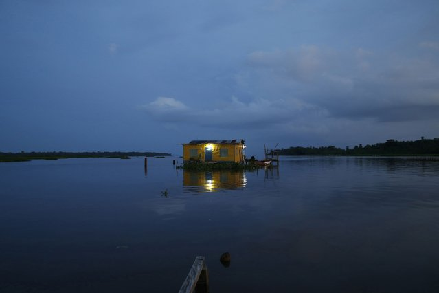 A house stands on Lake Maracaibo in the village of Congo Mirador, where the Catatumbo River feeds into the lake, in the western state of Zulia October 22, 2014. (Photo by Jorge Silva/Reuters)