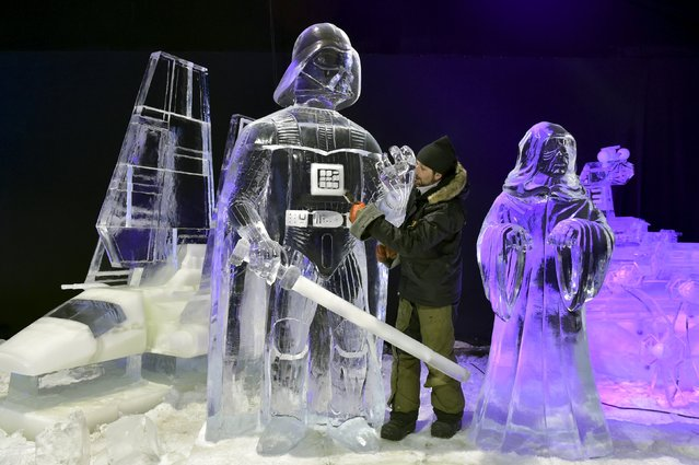 Canada's Martin Ernst carves Star Wars character Darth Vader for the ice sculpture festival in Liege, Belgium, November 13, 2015. (Photo by Eric Vidal/Reuters)