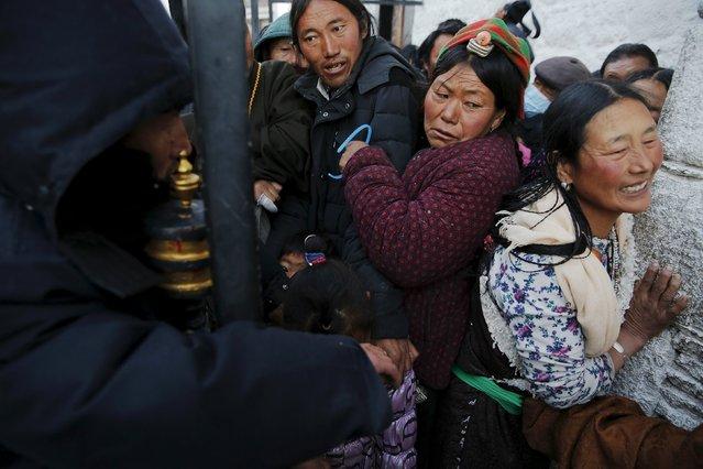 Pilgrims struggle at the narrow entrance outside the Jokhang Temple in central Lhasa, Tibet Autonomous Region, China November 20, 2015. (Photo by Damir Sagolj/Reuters)