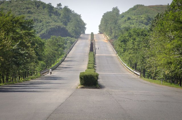 The road from Pyongyang to the DMZ, September 2011. (Eric Testroete)