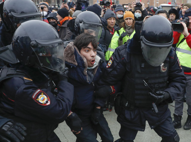 Police detain a man during a protest against the jailing of opposition leader Alexei Navalny in Moscow, Russia, Saturday, January 23, 2021. Russian police are arresting protesters demanding the release of top Russian opposition leader Alexei Navalny at demonstrations in the country's east and larger unsanctioned rallies are expected later Saturday in Moscow and other major cities. (Photo by Pavel Golovkin/AP Photo)