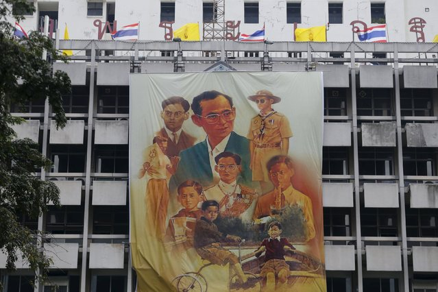 A banner with pictures of Thai King Bhumibol Adulyade hangs at Siriraj hospital, where he has spent the past few months being treated for hydrocephalus, on his 88th birthday in Bangkok December 5, 2015. (Photo by Jorge Silva/Reuters)