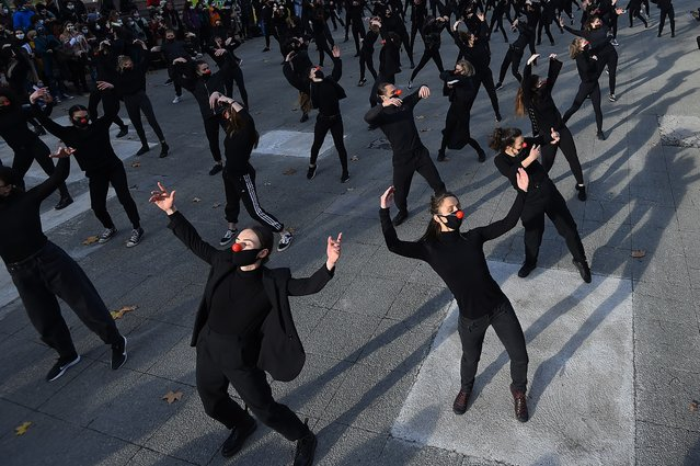 """A group of 180 dancers from the group """"Les essentiels"""" dance during a performance on December 12, 2020 in Montpellier to protest against the government's health policy and against the decisions taken with regard to the cultural world in France (Photo by Sylvain Thomas/AFP Photo)"""