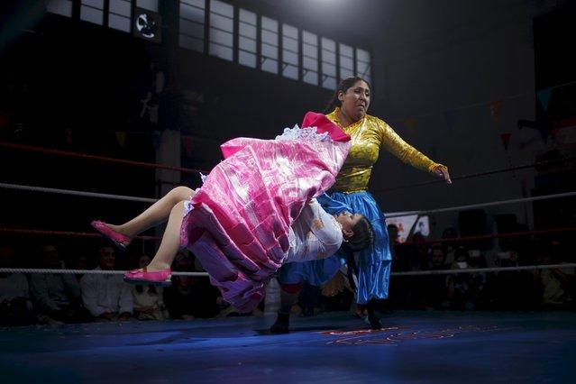 "Bolivian wrestlers Yenny Mamani (R), nicknamed Martha ""La Altena"" and Leonor Cordova, nicknamed Anglea ""La Simpatica"", battle during a wrestling bout in Madrid, Spain, October 8, 2015. (Photo by Juan Medina/Reuters)"