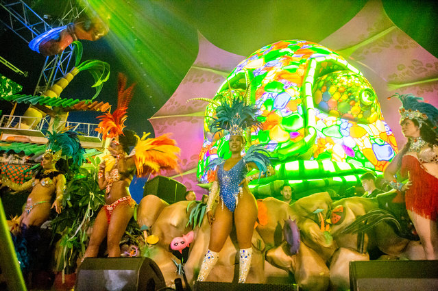 Steve Lawler performs during the Sambodromo do Brasil jungle party in the Cave stage, Elrow Town at Queen Elizabeth Olympic Park on August 18, 2018 in London, England. (Photo by Ollie Millington/Redferns)
