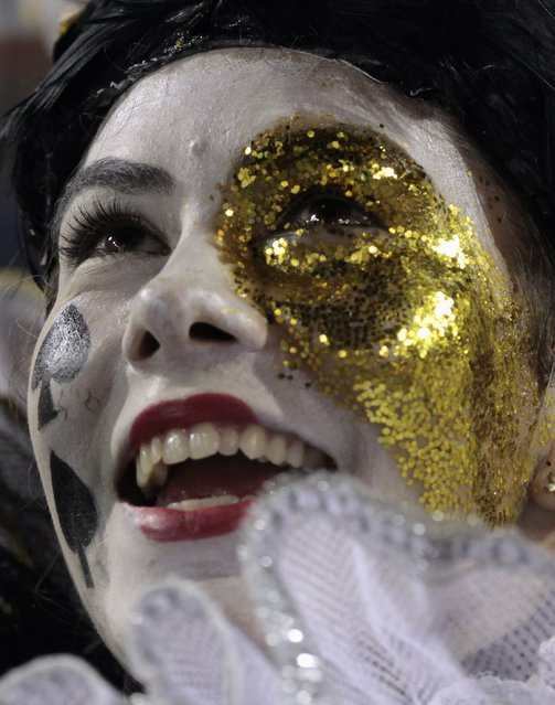 A reveller from the Gavioes da Fiel Samba School takes part in a carnival at Anhembi Sambadrome in Sao Paulo February 15, 2015. (Photo by Paulo Whitaker/Reuters)