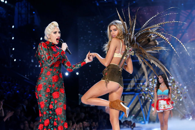 Musician Lady Gaga performs with model Stella Maxwell during the 2016 Victoria's Secret Fashion Show at the Grand Palais in Paris, France, November 30, 2016. (Photo by Charles Platiau/Reuters)
