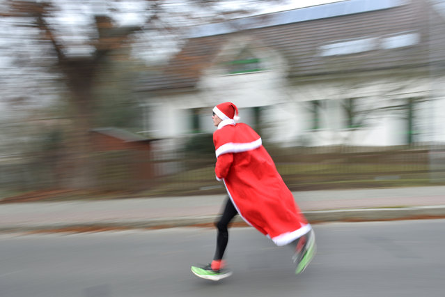 A competitor dressed up as Father Christmas participates in the Nikolaus Lauf (Santa Claus run) in Michendorf near Berlin, Germany, December 4, 2016. (Photo by Stefanie Loos/Reuters)