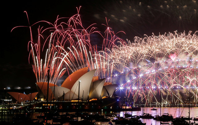 Fireworks explode over the Sydney Opera House and Harbour Bridge as Australia ushers in the New Year in Sydney, January 1, 2017. (Photo by Jason Reed/Reuters)