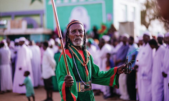 In Omdurman, the largest city in Sudan, the Qadiriyya Sufi order meets every Friday outside Sheikh Hamed Al Nil mosque, which houses the tomb of their 19th century Sufi leader. (Photo by Ala Kheir, John Burns and Ibrahim Algrefwi/Brownbook)