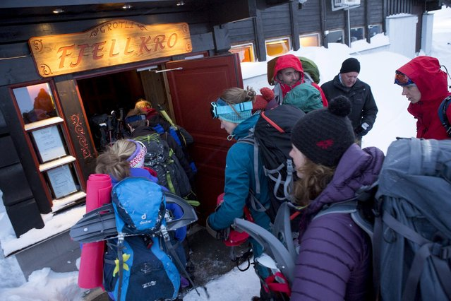 Rescued Dutch hikers enter a building in Grotli, Norway, February 26, 2016. (Photo by Torstein Boe/Reuters/NTB Scanpix)