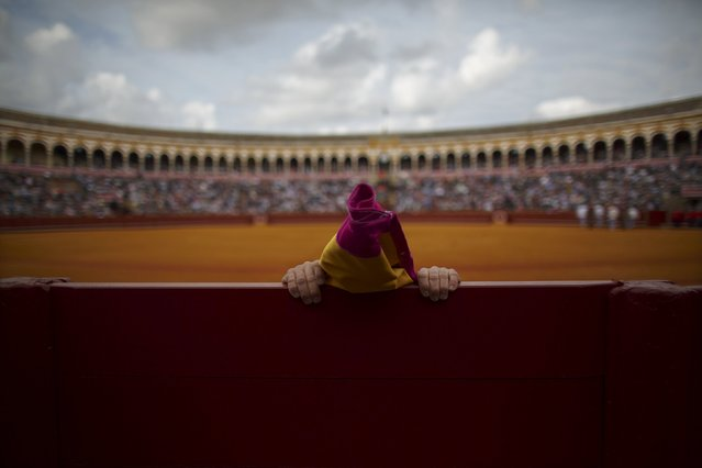 "Spanish matador David Fandila ""El Fandi"" stretches before the start of a bullfight at The Maestranza bullring in the Andalusian capital of Seville, southern Spain April 25, 2015. (Photo by Marcelo del Pozo/Reuters)"