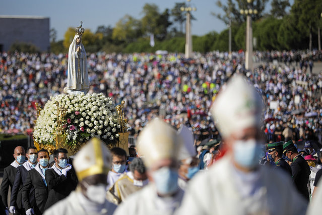 """The figure of Our Lady of Fatima is carried during the traditional """"farewell"""" pilgrimage at the Shrine of Fatima, Ourem, Portugal, 13 October 2021. This pilgrimage, which celebrates the 6th Apparition of Our Lady, with particular emphasis on the so-called """"Miracle of the Sun"""" is the last major anniversary pilgrimage of a pastoral year still very much marked by the pandemic. (Photo by Paulo Cunha/EPA/EFE)"""