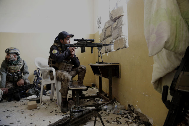 An Iraqi special forces sergeant watches the front line with Islamic State group fighters inside the Mamun neighborhood of western Mosul, Iraq, Thursday March 2, 2017. While Iraqi forces have retaken a handful of neighborhoods on Mosul's southwestern edge, IS fighters continued to launch fierce counterattacks on Iraqi positions inside Mosul. (Photo by Susannah George/AP Photo)