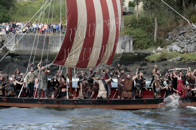 People dressed as Vikings sail on a boat during the annual Viking festival of Catoira in north-western Spain August 2, 2015. (Photo by Miguel Vidal/Reuters)