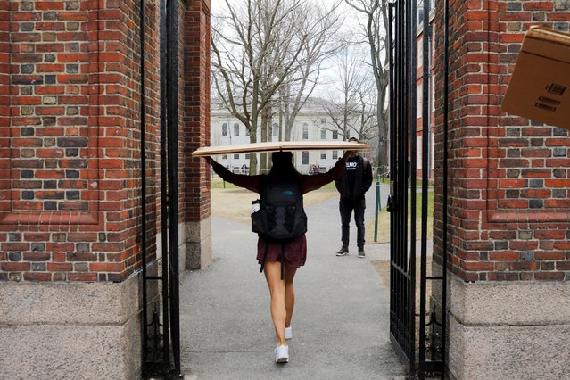 A student carries a box to her dorm at Harvard University, after the school asked its students not to return to campus after Spring Break and said it would move to virtual instruction for graduate and undergraduate classes, in Cambridge, Massachusetts, U.S., March 10, 2020. (Photo by Brian Snyder/Reuters)